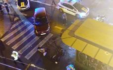 Un motorista resulta herido de gravedad tras un choque contra un coche en la calle San Vicente