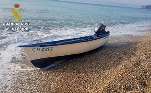 Cruz Roja atiende a cuatro menores y 19 adultos llegados en pateras a Calp, Xàbia y Benitatxell