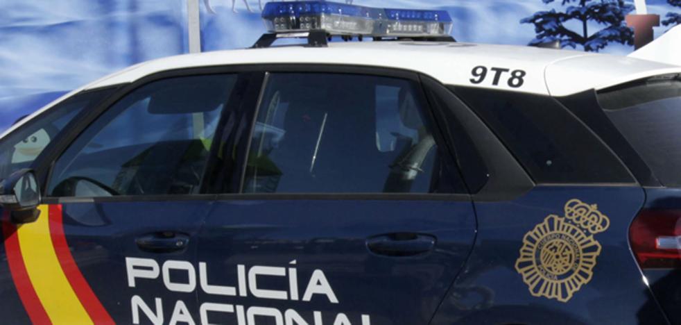 Detenido por conducir borracho un coche con tres niños después de caérsele un bebé de los brazos
