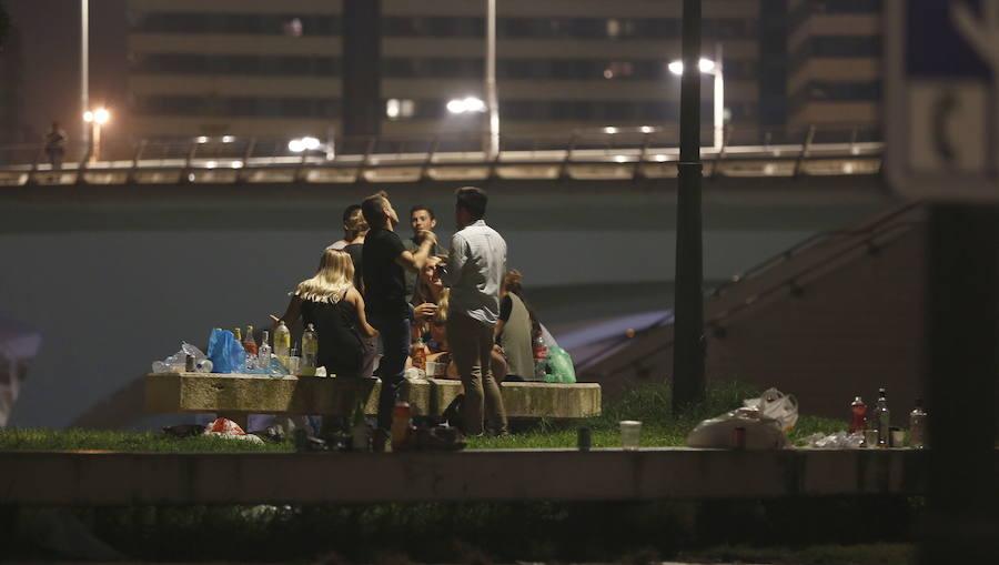 Fotos del botellón en Valencia durante el puente de octubre