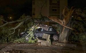 Los restos del huracán Leslie dejan lluvias de 60 litros y mantienen la alerta en Valencia, Gandia y Dénia