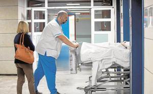 El PP denuncia que Sanidad recorta camas en hospitales y operaciones pese a contar con más presupuesto