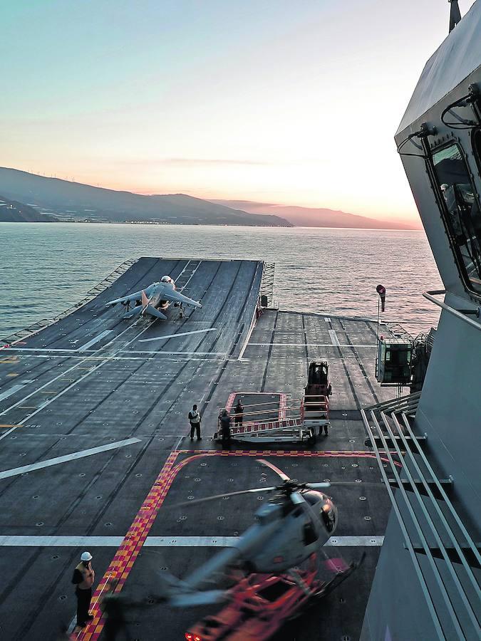 A bordo del 'Juan Carlos I': España exhibe músculo militar con su portaaviones