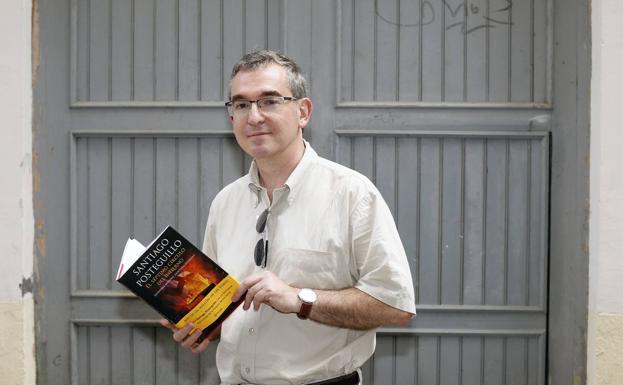 El novelista aúna éxito comercial y rigor histórico