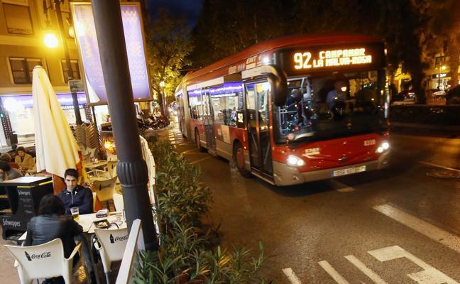Grezzi volverá a dejar aparcar en el carril bus, aunque fuera del horario de la EMT