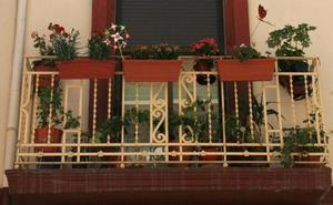 Gota fría | Los aparejadores de Valencia aconsejan revisar balcones, canales y desagües ante las lluvias intensas