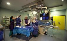 Los médicos fuerzan a Sanidad a negociar los pagos para operar por las tardes