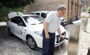 Valencia instalará 12 puntos de recarga eléctrica de coches y 12 carriles bici más