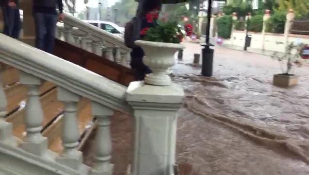 Vídeo | Las lluvias inundan el Hotel Voramar en Benicàssim