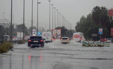 La gota fría colapsa los accesos a Valencia y complica la circulación en la ciudad y las principales carreteras de la Comunitat