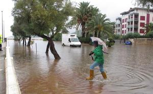 La lluvia deja vehículos inmovilizados y caminos rurales cortados en Dénia y Xàbia