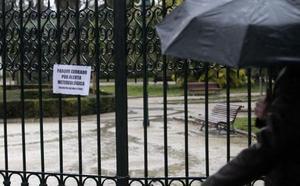 Todos los parques de Valencia cerrados por la gota fría