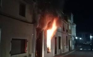 Dos heridos al arder una casa en Albalat de la Ribera