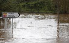 Carreteras cortadas hoy sábado en la Comunitat por las lluvias