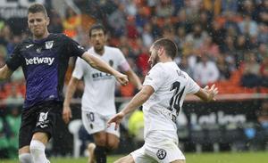 El Valencia CF viaja a Suiza sin Garay, Cheryshev ni Guedes