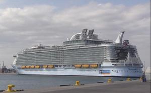 El mayor crucero del mundo hace escala en Valencia