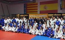 María José Rienda asiste al entrenamiento del Valencia Basket femenino y acude al Centro de Alto Rendimiento de Judo