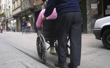 Alertan del riesgo para discapacitados de los patinetes y las bicicletas