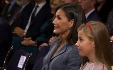 Vídeo: La reina Letizia, visiblemente emocionada al escuchar a Leonor hablar en público por primera vez