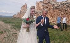 Jesús Calleja monta una boda en Soria para los valencianos Chikitín y Cindy