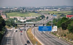 Cae una banda bosnia que robaba en vehículos en la autopista AP-7 haciéndose pasar por policías