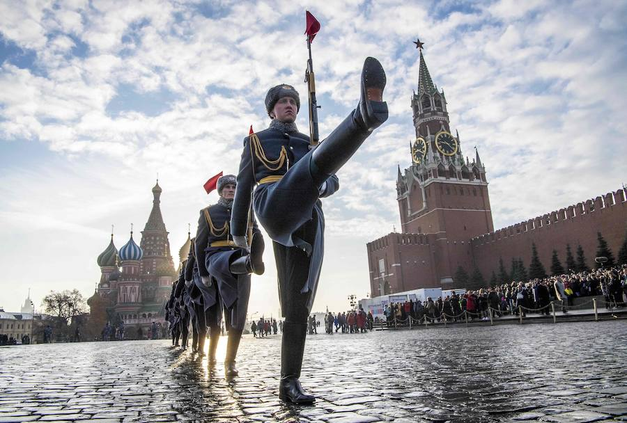 Desfile militar en Moscú ambientado en 1941