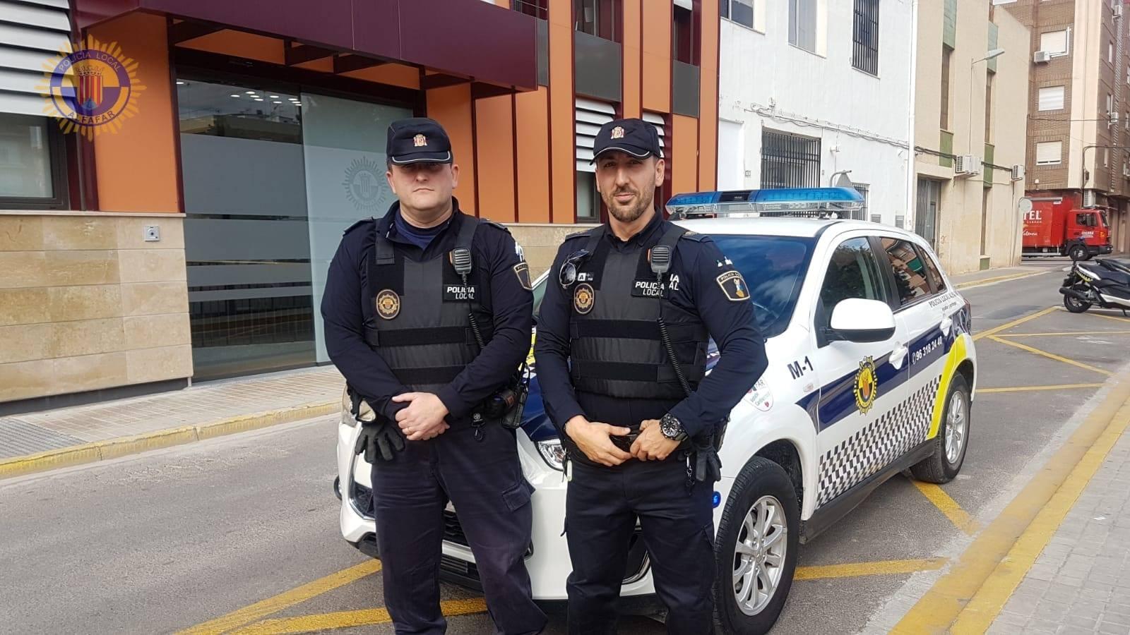 La Policía Local de Alfafar salva la vida de un bebé