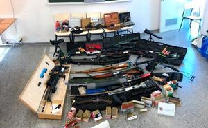El arsenal que tenía en su casa el hombre que intentaba atentar contra Pedro Sánchez: 16 armas largas y cortas
