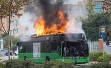 Se incendia un autobús de la línea 3 en el acceso a la Universidad Jaime I de Castellón