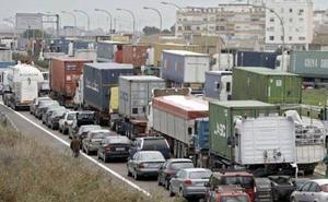 El Gobierno podrá obligar a los camiones a circular por autopistas