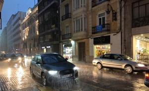 La lluvia descarga sobre Valencia