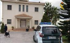 Detenidos unos traficantes que cultivaban marihuana con música clásica en tres localidades de Alicante