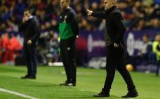 Paco López: «El equipo no ha merecido perder, pero si perdonas lo puedes pagar»