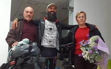 Montserrat recibe como un héroe al ciclista Luis Herrerías