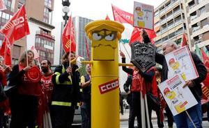 Una concentración sindical corta la calle Colón de Valencia