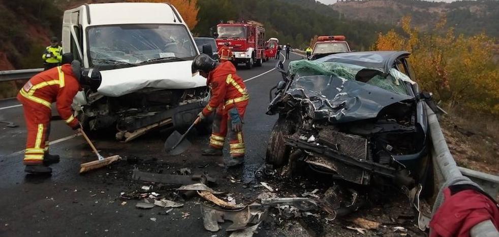 Dos heridos al chocar un coche y una furgoneta junto a la central de Cofrentes