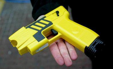 Le roban 600 euros tras dejarle sin sentido con una pistola eléctrica
