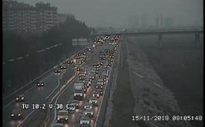 Un accidente entre cuatro vehículos colapsa la V-30 en una mañana de tráfico marcada por las lluvias