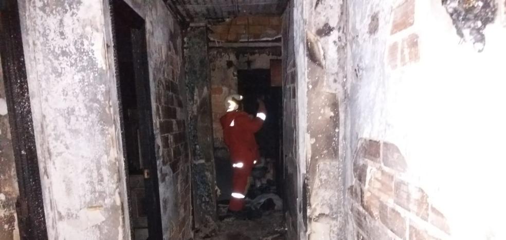 Uno de los hombres fallecidos en el incendio de Utiel tiene un golpe en la cabeza