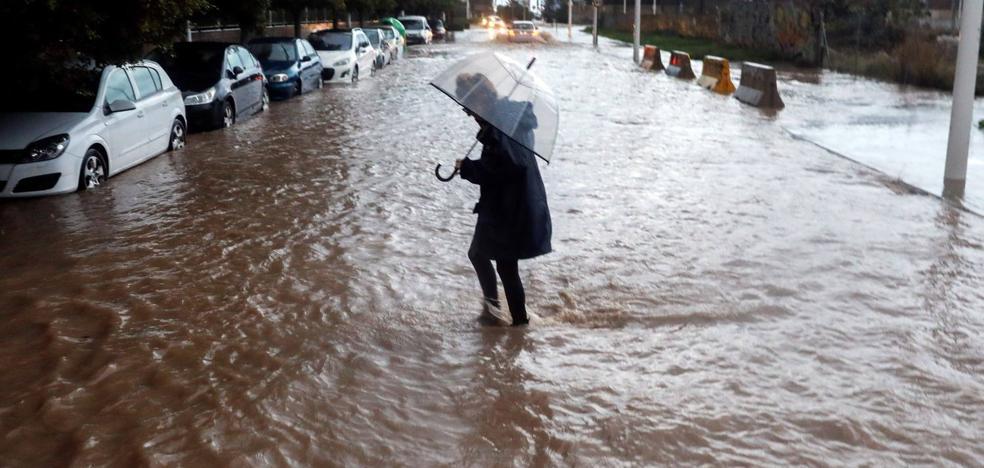 Llueve otra vez en Valencia a la espera de la ciclogénesis que llega este domingo