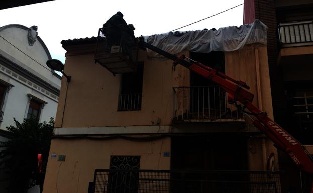 Cae la cornisa de una casa en albal las provincias - Casas en albal ...