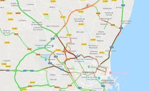 Más de 40 kilómetros de atascos en los accesos a Valencia por la lluvia