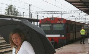 Reabiertas las líneas de tren y metro tras horas de cortes por la alerta de lluvias en Valencia
