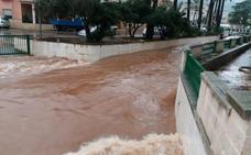 El temporal se recrudece en Alzira y Tavernes con desbordamientos, inundaciones y carreteras cortadas