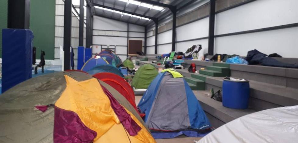 Cheste abre sus pabellones para que los moteros puedan dormir gratis a cubierto