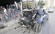 Tres heridos al chocar dos coches en la avenida de Tirso de Molina