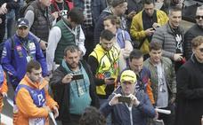 El paddock junta a Contador con los actores de 'Élite'