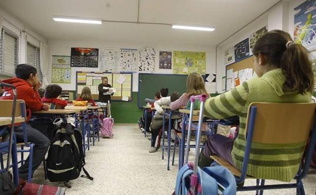 Un grupo de estudiantes valencianos en una clase. /LP