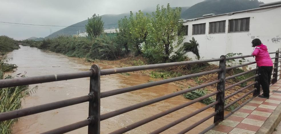 La Safor amanece con lluvia, clases suspendidas y sin actividades deportivas