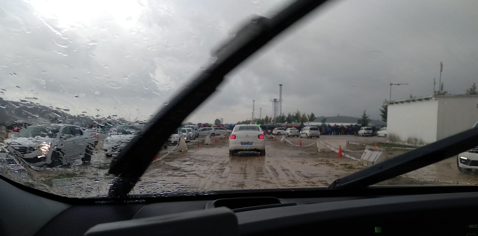 Taxistas critican el «barrizal» reservado para aparcar en el circuito de Cheste